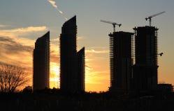 Altos edificios en la puesta del sol, Toronto, Canadá de la subida Foto de archivo libre de regalías