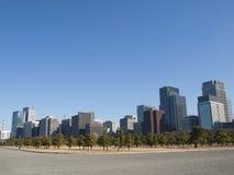 Altos edificios en Marunouchi, Tokio, Japón de la subida Foto de archivo libre de regalías