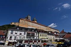 Altstadt Melk en Wachau y el monasterio Melk Foto de archivo libre de regalías