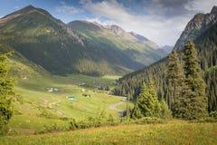 Altyn Arashan landskap Fotografering för Bildbyråer
