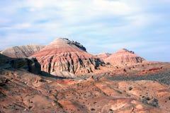 Altyn-Emel nationalpark, kanjon Ak-Tau Royaltyfri Foto