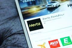 Aluguer de carros app móvel de Hertz fotos de stock