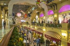 Alumbrado público del Año Nuevo de la Navidad en la noche Moscú Foto de archivo