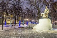 Alumbrado público del Año Nuevo de la Navidad en la noche Moscú Imagen de archivo