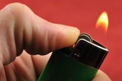 Alumbrador del cigarrillo imagenes de archivo