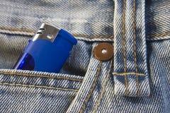 Alumbrador en bolsillo de los pantalones vaqueros Foto de archivo libre de regalías
