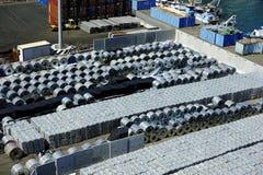 Aluminimum-Vorrat im Hafen von Salerno, Italien stockfoto