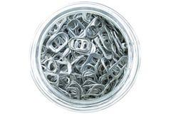 Aluminio del tirón del anillo de latas en cuenco Imagen de archivo libre de regalías