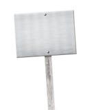 Aluminiowy metalu talerz przybijający na drewnianym szarym słupie lub Obraz Stock