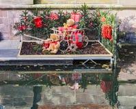 aluminiowy przygotowania dobierający wiadra bożych narodzeń ornamenty czerwoni Fotografia Royalty Free