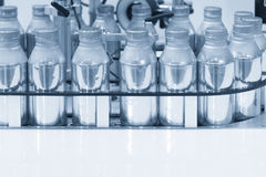 The aluminium container bottle in the conveyor Stock Photography