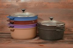 Aluminium cookware met non-stick deklaag stock afbeeldingen