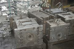 Aluminium deltillverkning för hög precision, genom att gjuta och att bearbeta med maskin arkivfoton