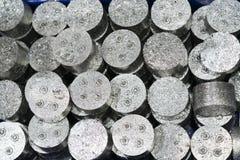 Aluminium en staalcnc scherp spaander of schroot stock fotografie