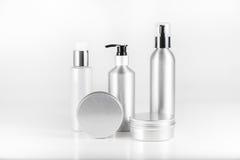 Aluminium kosmetiska utmatareflaskor och kassetter Royaltyfri Fotografi