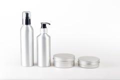 Aluminium kosmetiska utmatareflaskor och kassetter Arkivbilder