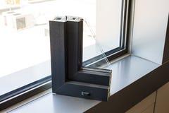 Aluminium- oder PVC-Fensterprofil stockbild