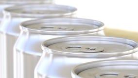 Aluminiumblikken op transportband Frisdranken of bierproductielijn Recycling verpakking het 3d teruggeven Stock Foto's