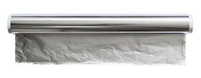 Aluminiumfolie för stekhet och stekhet närbild Rulle av matfolie, bästa sikt Slå in matfolie som isoleras på en vit bakgrund arkivfoto