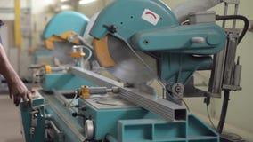 Aluminiumprofilschneidemaschine stock video footage