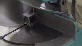 Aluminiumprofilschneidemaschine stock footage
