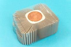 Aluminum CPU-kylarekylfläns på blått royaltyfria foton