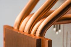 Aluminum element med den kopparnärbilden för värmerör med härlig bokeh royaltyfri foto