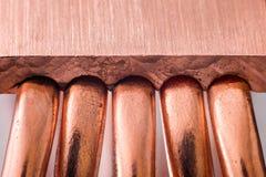 Aluminum element med den kopparnärbilden för värmerör med härlig bokeh arkivbild