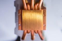 Aluminum element med den kopparnärbilden för värmerör med härligt bokehbegrepp av att kyla för luft av royaltyfri bild