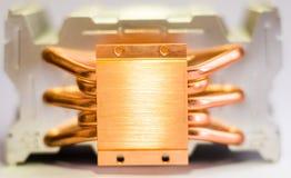 Aluminum element med den kopparnärbilden för värmerör med härligt bokehbegrepp av att kyla för luft av den centrala processorn arkivbilder
