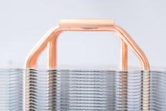 Aluminum element med den kopparnärbilden för värmerör med härligt bokehbegrepp av att kyla för luft av den centrala processorn arkivbild