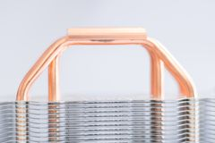 Aluminum element med den kopparnärbilden för värmerör med härligt bokehbegrepp av att kyla för luft av den centrala processorn arkivfoton