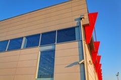 Aluminum fasad på bostads- byggnad Fotografering för Bildbyråer