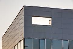 Aluminum fasad på industribyggnad Royaltyfria Foton