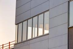 Aluminum fasad på industribyggnad Royaltyfri Bild