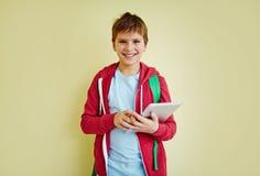 Alumno con el panel táctil Foto de archivo