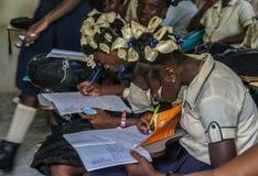 Alumnos adolescentes secundarios haitianos rurales Foto de archivo