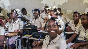 Alumnos adolescentes secundarios haitianos rurales Imagenes de archivo