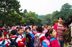 Alumnos chinos en el parque del puerto de la flor fotos de archivo