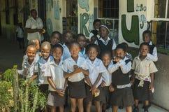 Alumnos de Afircan adentro en la escuela Imagen de archivo libre de regalías