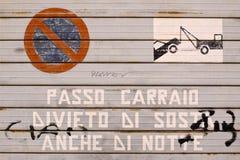 Żaluzja z illegaly samochodowym parking zdjęcia stock