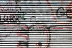 Żaluzja zakrywająca z graffiti zdjęcie royalty free