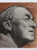 Alvar Aalto stående från finlandssvenska pengar Arkivfoton