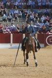 Alvaro Montes, de toréador garrocha espagnol de sorcière à cheval (lance émoussée utilisée sur des ranchs) Photographie stock