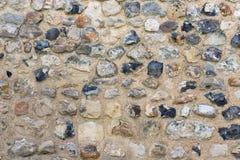 Alvenaria velha do fundo com as pedras da cor diferente Foto de Stock