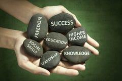 Alvo da educação escrito nas pedras Fotos de Stock Royalty Free