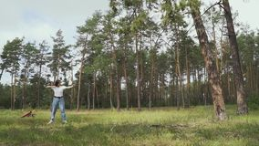 Alvo do tiro de Archer com suas curva e seta vídeos de arquivo