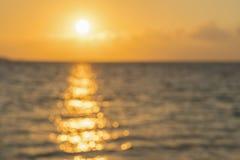 Alvorecer colorido sobre o mar, por do sol Por do sol m?gico bonito sobre o mar Por do sol bonito sobre o oceano Por do sol sobre imagens de stock