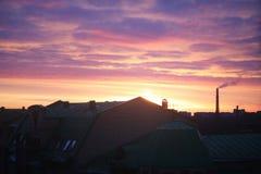 Alvorecer do norte cor-de-rosa colorido brilhante na manhã imagem de stock