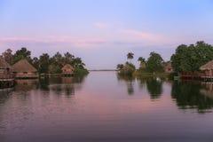Alvorecer em uma vila indiana em Cuba Imagens de Stock